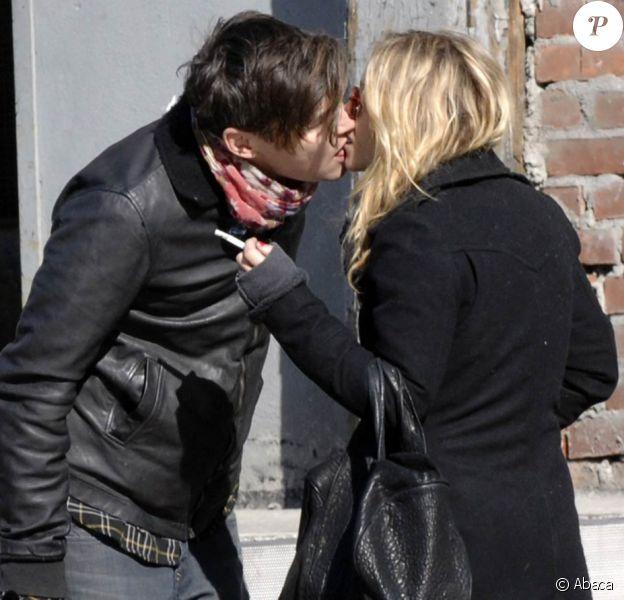 Mary-Kate Olsen et son boyfriend Nate Lowman au temps de l'amour. Un baiser volé en février 2009