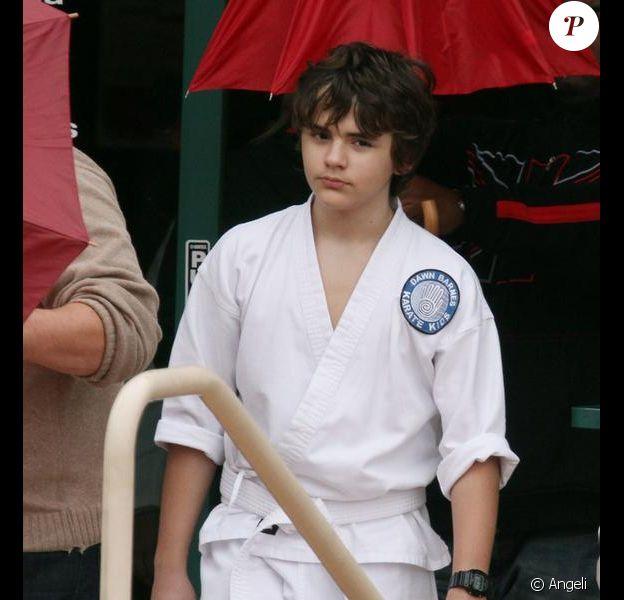 Les enfants de Michael Jackson se rendant à une leçon de karaté à Encino (Californie) le 24 février 2010. Sur la photo : Prince Michael