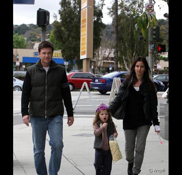 Jason Bateman, de sortie à Los Angeles, le dimanche 21 février, avec son épouse Amanda, et sa fille Francesca.