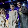 Claire Keim, Patricia Kass et Julien Clerc sur la scène du Palais Nikaïa, à Nice.