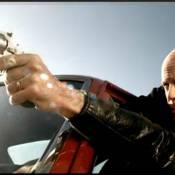 """Gorillaz, flingués par un Bruce Willis... irrésistible en tueur implacable ! Regardez le clip dément de """"Stylo"""" !"""