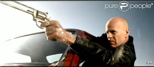 Après les guest stars musicales, Gorillaz s'offre... Bruce Willis pour le clip du premier extrait de l'album  Plastic Beach  :  Stylo
