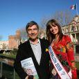 Patrice Drevet, tête de liste d'Alliance Ecologie Indépendante, fait campagne pour les régionales le 6 mars 2010 à Perpignan, soutenu par Céline Callivrousis, miss Roussillon 2009