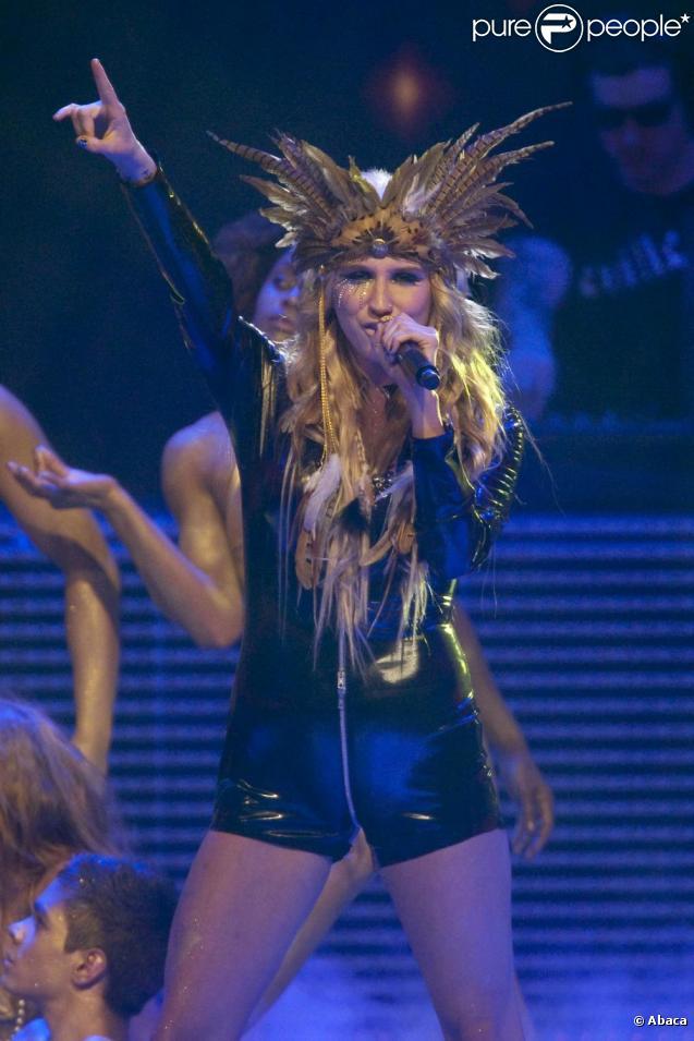 Dans une récente interview, la chanteuse Ke$ha a reproché à Britney Spears de faire du play-back pendant ses concerts.