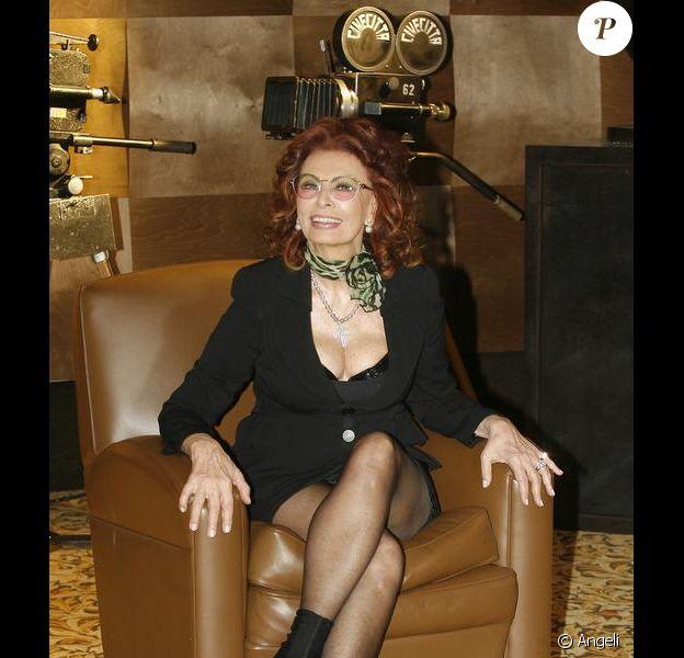 Sophia Loren lors de la présentation de sa nouvelle série télé Ma maison est pleine de miroirs à Rome le 10 mars 2010