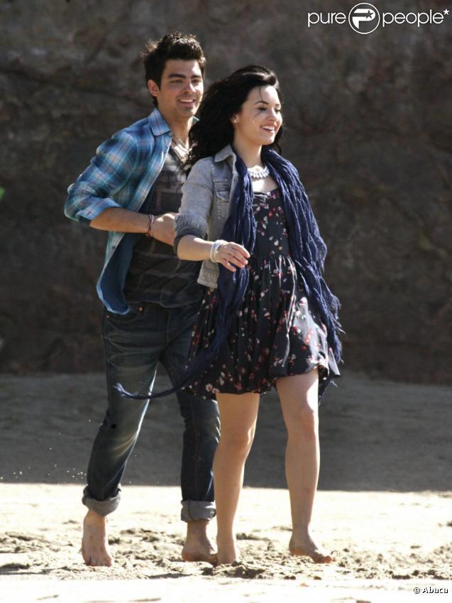 Demi Lovato et Joe Jonas (Jonas Brothers) officialisent leur love story dans l'émission américaine  Access Hollywood .