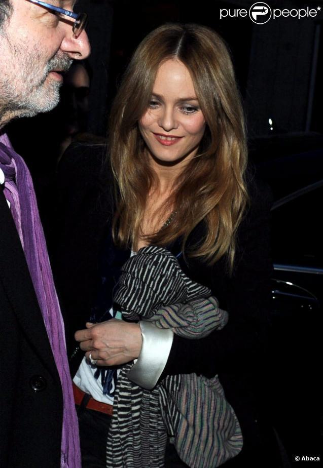 Vanessa Paradis arrive dans les studios d'Europe 1 le 16 mars 2010