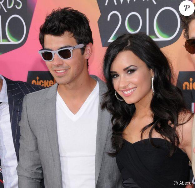 Demi Lovato et Joe Jonas s'affichent pour la première fois en couple.