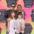 L'actrice Maria Bello, venue en famille lors de la 23e cérémonie des Kids' Choice Awards, samedi 27 mars.