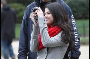 Selena Gomez : de la Tour Eiffel au musée du Louvre, elle joue les touristes à Paris !
