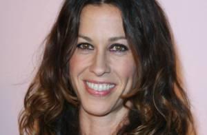 Ecoutez Alanis Morissette, très inspirée par la belle Gemma Arterton !