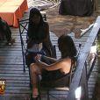 Kelly explique à Surya qu'elle a pris le relais du rôle de la naïve !