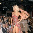 La séduisante Victoria Silvstedt, lors du gala de charité  Dressed to kilt , le 5 avril à New York.