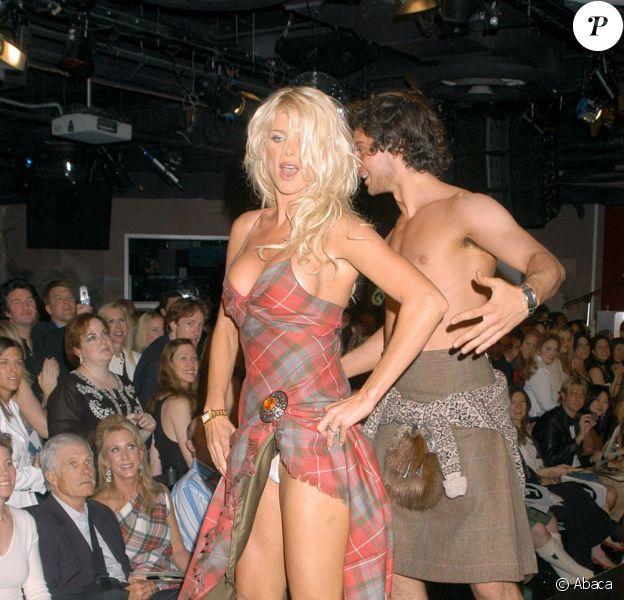 La séduisante Victoria Silvstedt, lors du gala de charité Dressed to kilt, le 5 avril à New York.