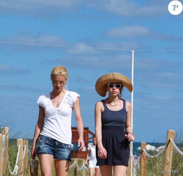 La magnifique Michelle Hunziker et sa charmante fille Aurora, 13 ans, à Miami, le 6 avril 2010.