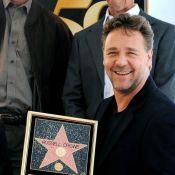 Russell Crowe éclatant de fierté... entouré de sa charmante femme et de leurs deux fils !