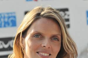 Sylvie Tellier, dans la tourmente, garde le sourire et présente son petit Oscar : la plus belle de ses récompenses !