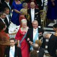 Le 13 avril 2010, la reine Margrethe II de Danemark (photo :  son arrivée avec son mari le prince Henrik) recevait 400 convives dont sa famille au palais Christiansborg pour le dîner de ses 70 ans...