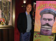 John Cleese des Monty Python ne se déplace qu'en taxi... même pour traverser l'Europe du nord !