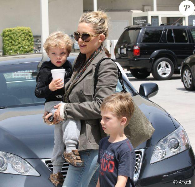 Kate Hudson emmène son fils Ryder et son neveu Wilder à un anniversaire à Studio City en Californie le 17 avril 2010