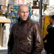 Zinedine Zidane : Loin du scandale qui entache les Bleus, il se concentre sur son travail... sous le soleil !