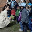 Mary de Danemark : Pendant qu'elle encourageait l'amitié auprès de bambins d'un jardin d'enfants, sa petite Isabella posait avec son frère Christian à l'occasion de son 3e anniversaire.