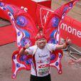 Marathon de Londres 2010 : Les enfants de Richard Branson ont fait la chenille humaine vert fluo avec Beatrice d'York et son boyfriend, et 30 autres coureurs ! Richard Branson est lui-même déchaîné !
