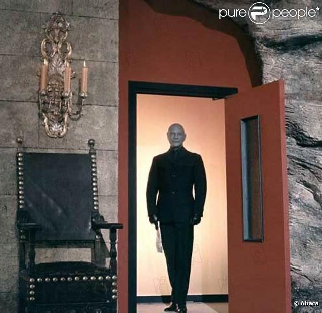 Vincent Cassel, bientôt dans le rôle d'un Schtroumpf nommé Fantômas ! Ici, Jean Marais sous les traits de Fantômas, dans les films d'André Hunebelle, dans les anénes 60.