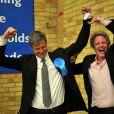 Le clan Goldsmith célèbre la victoire de Zac Goldsmith au soir des élections le 7 mai 2010 à Richmond upon Thames : Zac et son agent super content