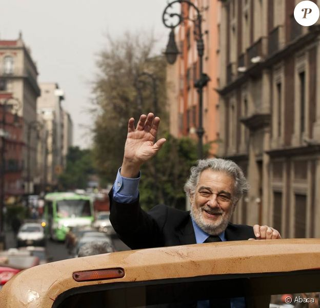 Placido Domingo (photo : à Mexico, en décembre 2009), bien remis de son intervention en raison d'un polype cancéreux, ouvre en mai un nouveau restaurant au Qatar