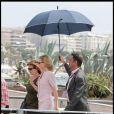 Cate Blanchett quittant le photocall à Cannes de Robin des bois le 12 mai 2010