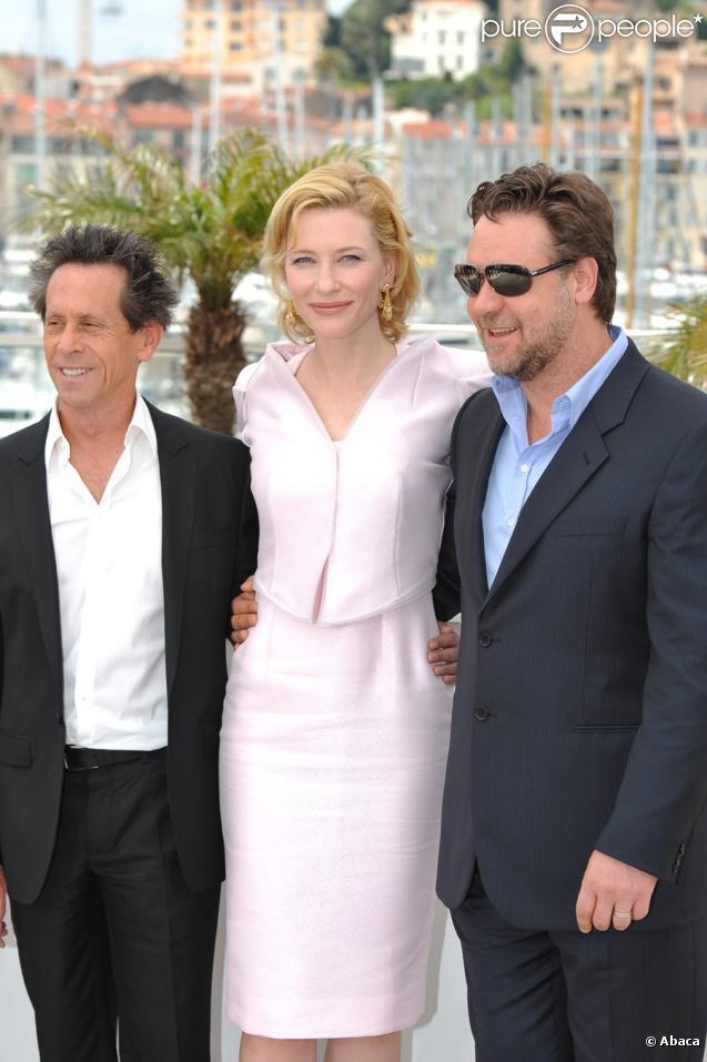 Brian Grazer, Cate Blanchett et Russell Crowe lors du photocall de Robin des Bois le 12 mai 2010 pendant le festival de Cannes