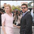 Cte Blanchett et Russell Crowe lors du photocall de Robin  des Bois le 12 mai 2010 pendant le festival de Cannes