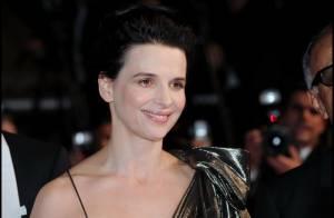 Cannes 2010 - Juliette Binoche : Après les larmes, elle offre ses sourires non loin d'une Louise Bourgoin charmeuse !