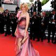 Elizabeth Banks lors de la montée des marches du film Poetry le 19 mai à Cannes