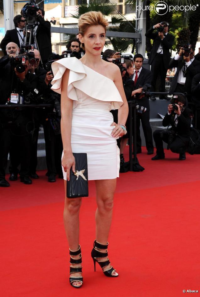 Clotilde Courau lors de la montée des marches du film Poetry le 19 mai à Cannes