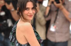 Cannes 2010 - Géraldine Pailhas : épaule nue et sourire généreux, elle se lâche avec bonheur !