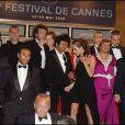 Jamel Debbouze et Melissa Theuriau sortent du Palais des Festivals, et remercient Thierry Fremaux