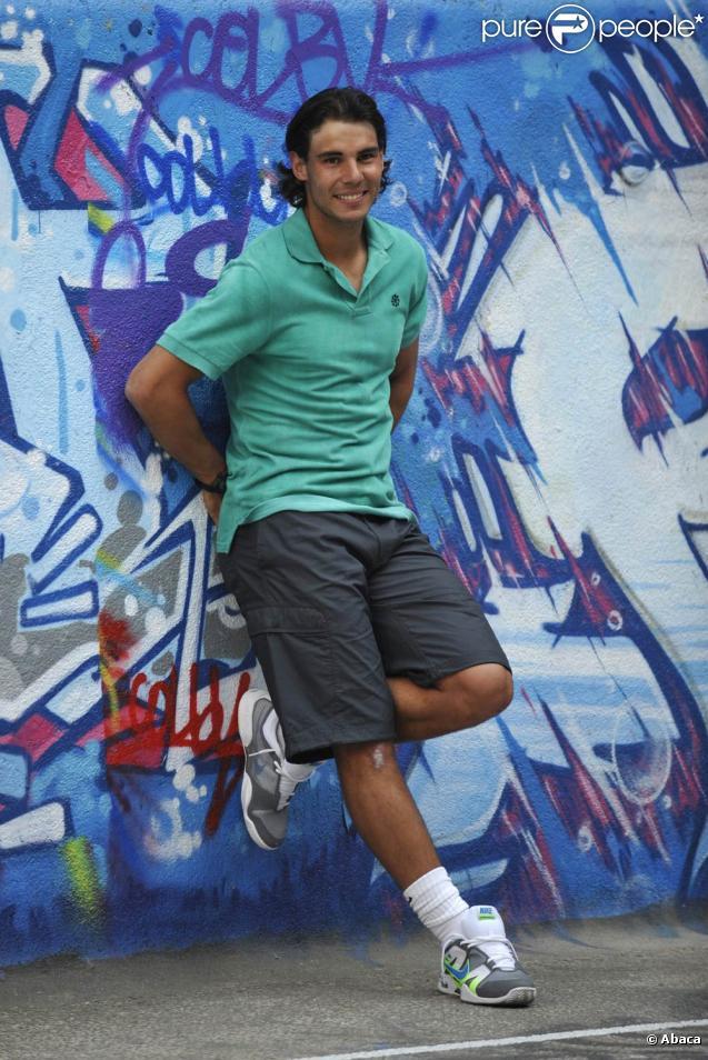 Rafael Nadal est arrivé à Paris : le 21 mai, deux jours avant le début de Roland-Garros, il était à l'ancienne piscine Molitor, à Paris