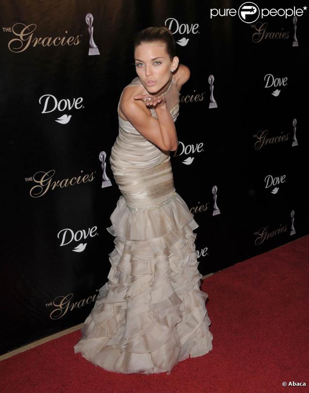 AnnaLynne McCord lors de la soirée  Gracie Awards Gala  au Beverly Hilton Hotel à Beverly Hills, 25 mai 2010