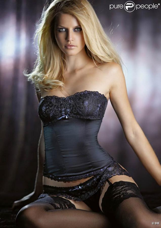 La très belle Ivana Vancova pour la collection 2010 de la marque de lingerie Bodique.