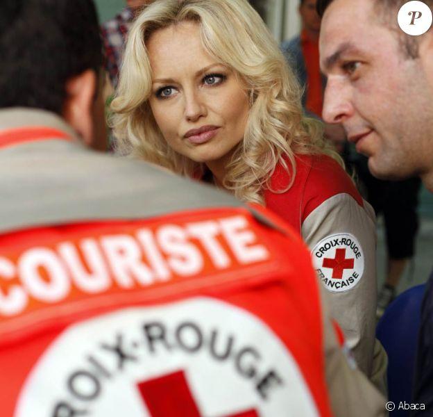 Adrian Karembeu en ambassadrice de la Croix-Rouge à Alès, le 5 juin 2010