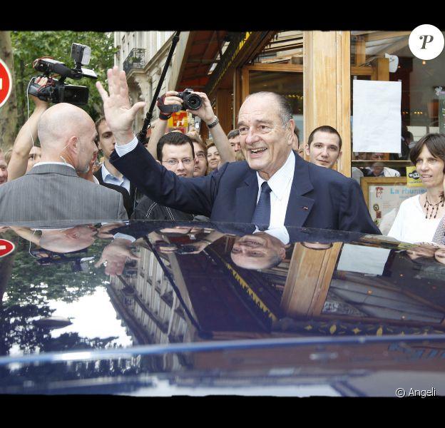 Jacques Chirac signe son livre Chaque pas doit être un but, le 6 juin 2010.