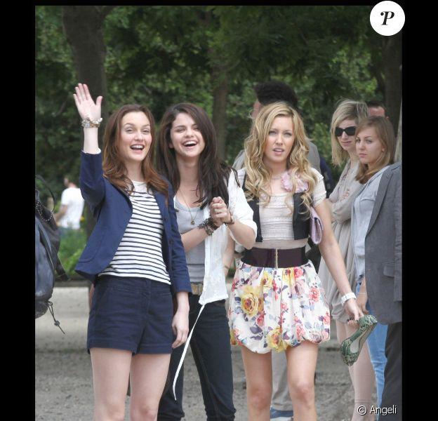 Leighton Meester, Katie Cassidy et Selena Gomez sur le tournage du film Monte Carlo à Paris le 21 juin 2010