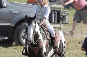 Reese Witherspoon : ravissante sur son destrier, elle va en mettre plein la vue à Robert Pattinson !