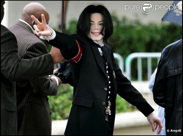 Michael Jackson lors de son procés pour pédophilie dont il sortira innocenté