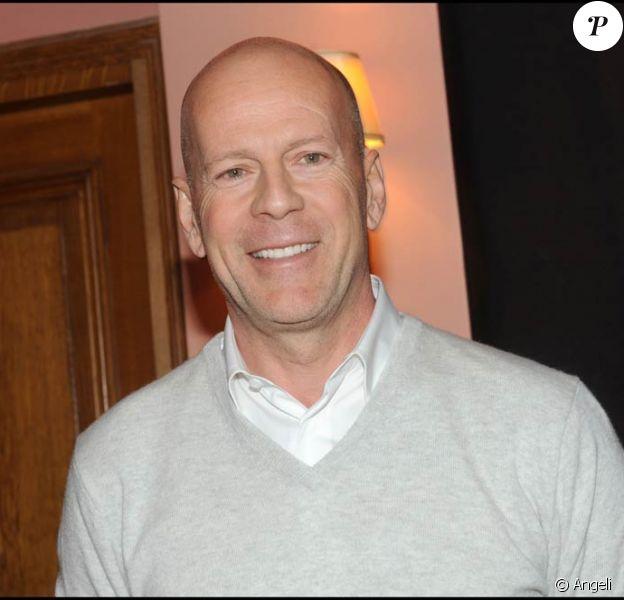 Bruce Willis, nouvel ambassadeur de la vodka Sobieski (du groupe français Belvedere), lors d'un événement promotionnel au bar de l'Hôtel Ritz, à Paris, le 24 juin 2010.