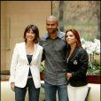 Tony Parker entouré par sa femme Eva Longoria-Parker et Tina Kieffer lors de la conférence de presse du  Par Coeur Gala by Georges Rech, le 28 juin 2010 au Park Hyatt.