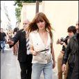 Lou Doillon ors de son arrivée au défilé Dior Haute Couture le 5 juillet 2010 à Paris