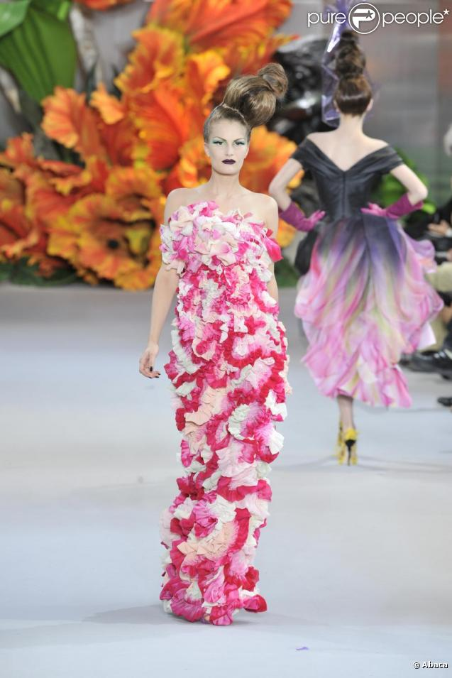 http://static1.purepeople.com/articles/9/59/30/9/@/437446-collection-dior-haute-couture-637x0-1.jpg